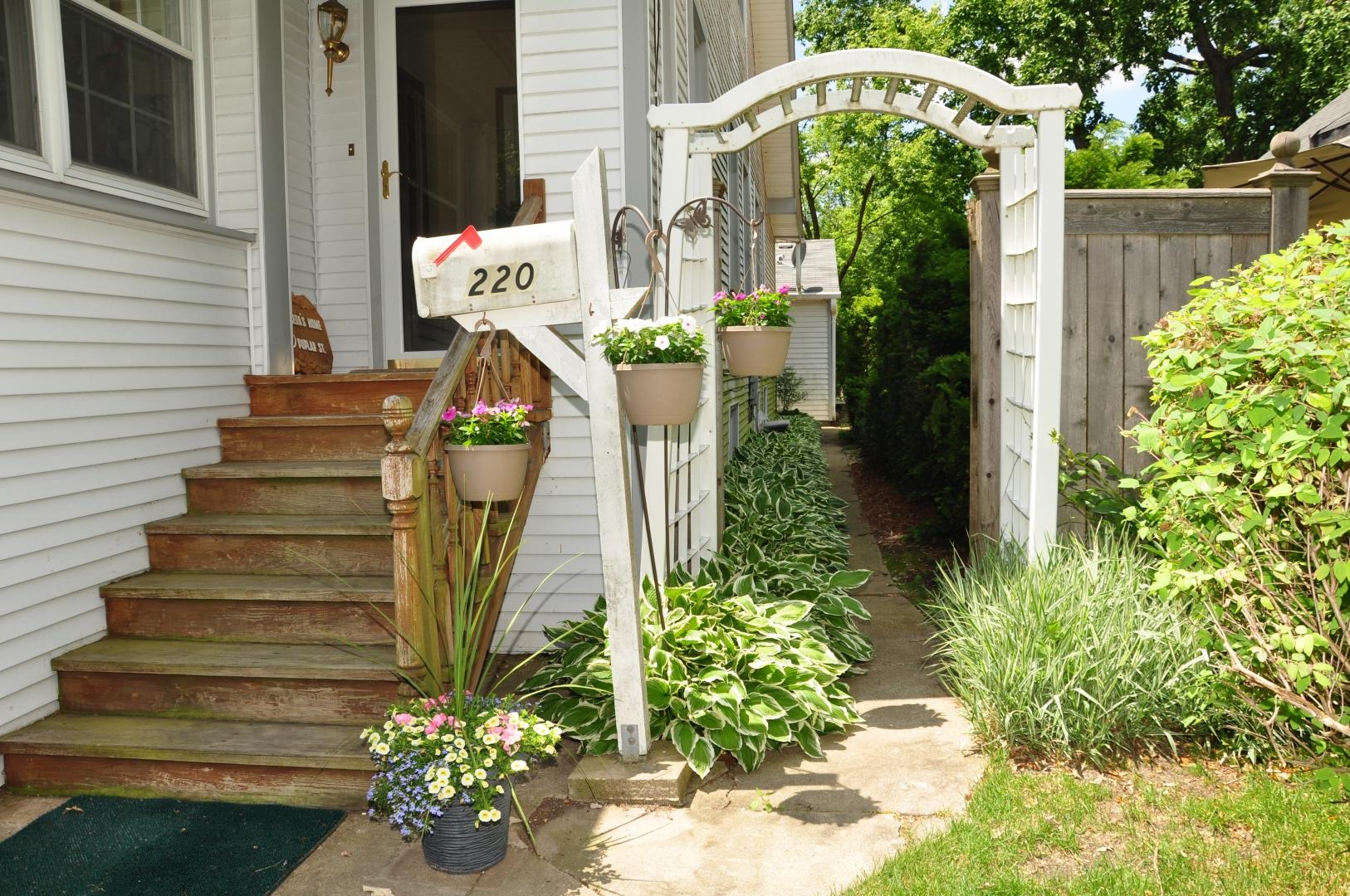 arbor entry sideyard